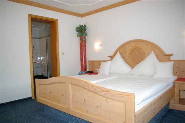 Hotel Reissenlehen OHG - Gästezimmer